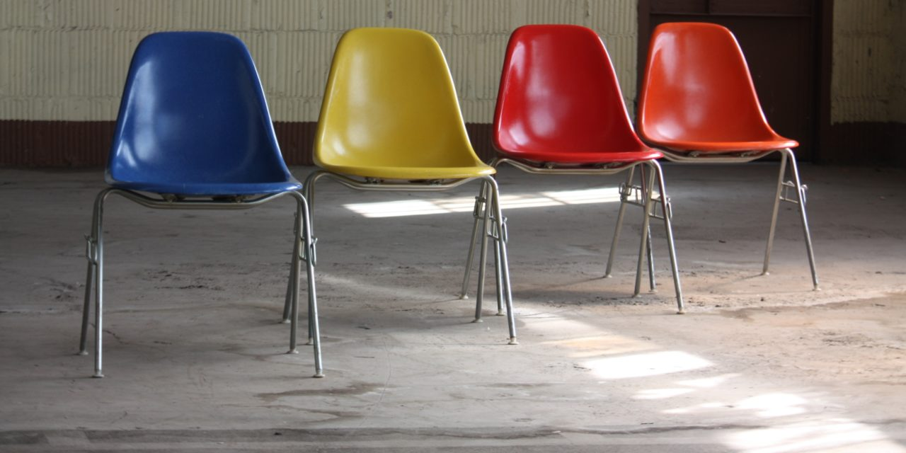 LA STORICA EAMES SHELL CHAIR PRODOTTA IN MATERIALE RICICLATO